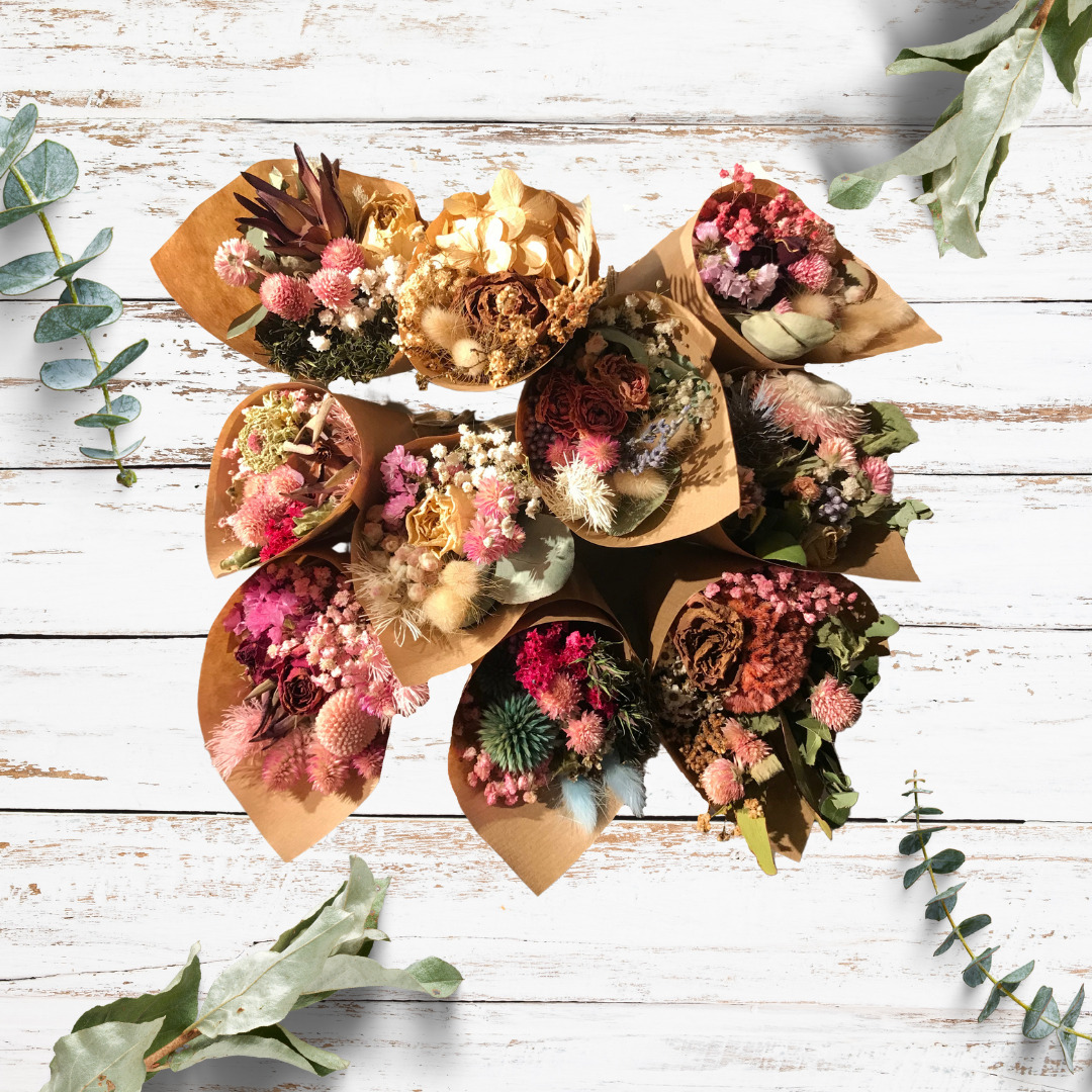 Assortment of 8 dried flowers bouquets 19cm - Medium - Choose your combo | Trada Marketplace