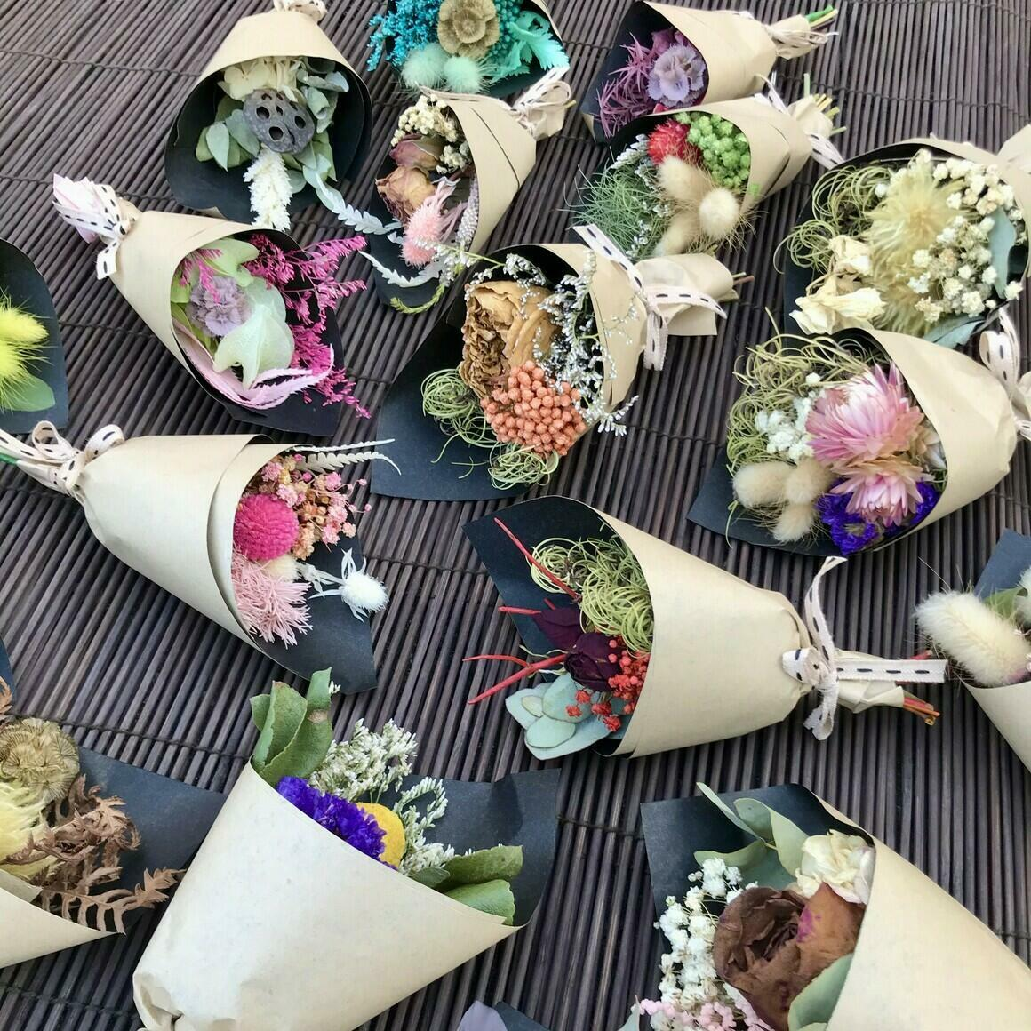 50 mini dried bouquets - Mixed colours - 13cm | Trada Marketplace