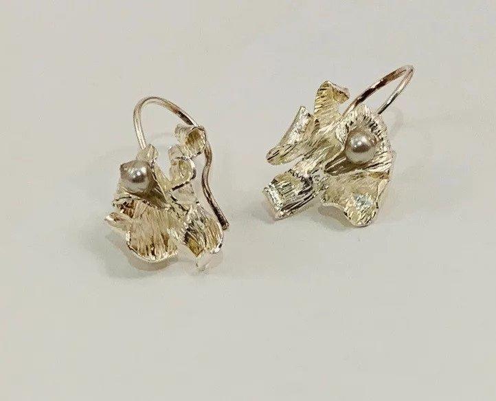 Perlas en Orquideas / Carebbean Orchids Earrings (long and silver) | Trada Marketplace