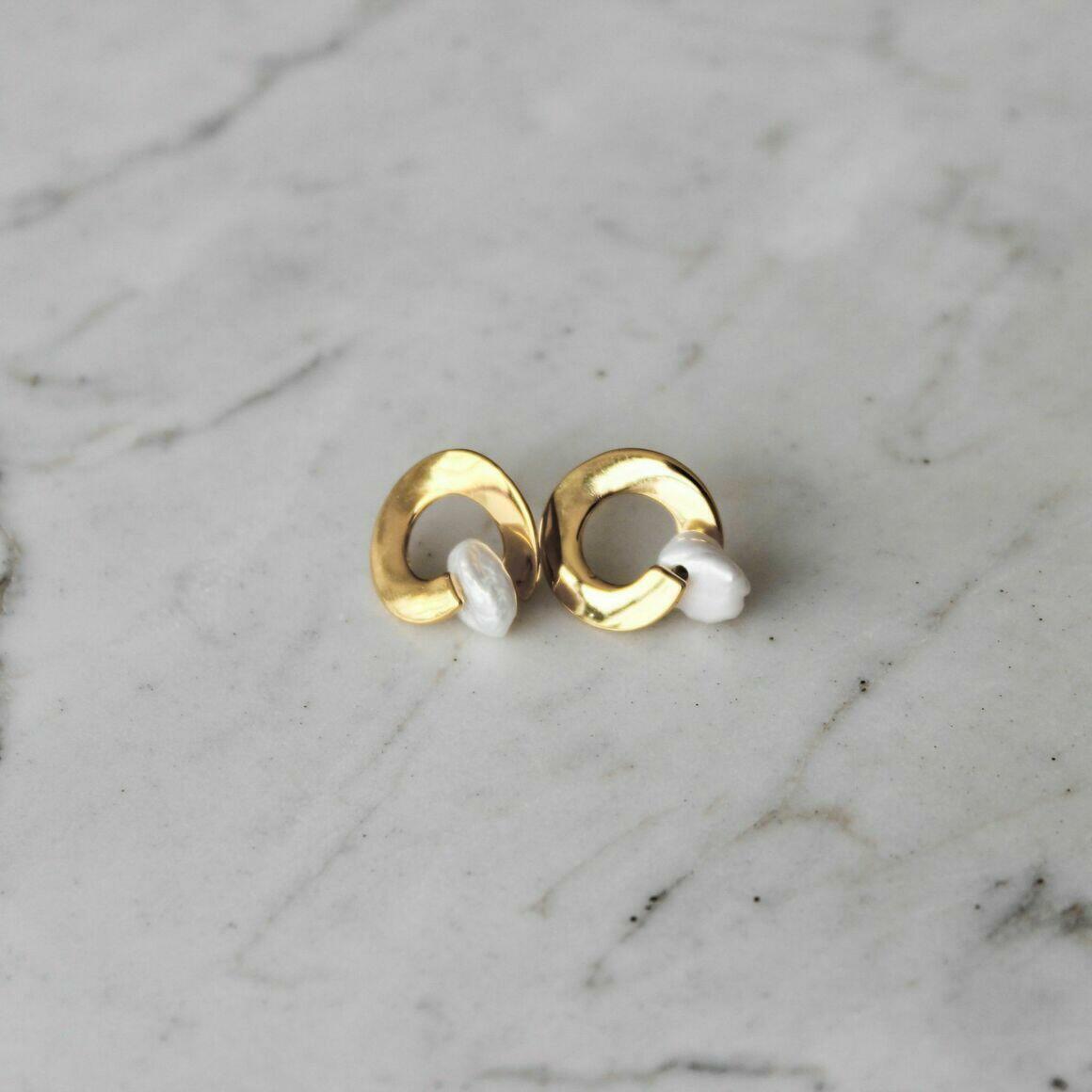 Dysis pearl earrings | Trada Marketplace