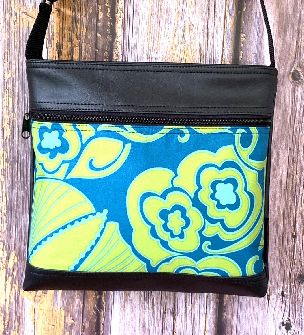 Lay Down Sue Bag in Mod Deco  | Trada Marketplace
