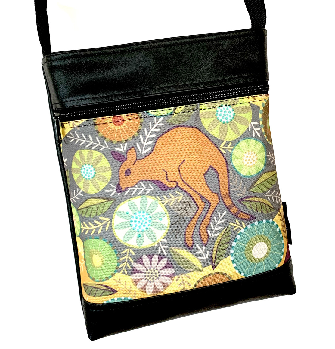 Stand Up Sue Bag in Hopping in the Bush | Trada Marketplace