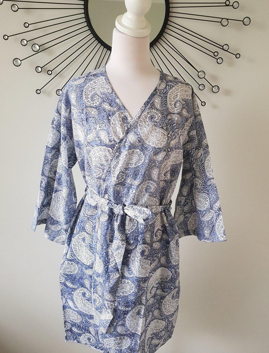 Gray Paisley Short Kimono Robe | Trada Marketplace