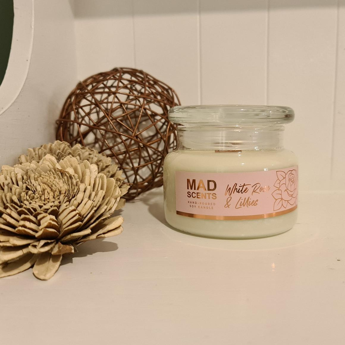 White rose & Lillies wood wick candle | Trada Marketplace