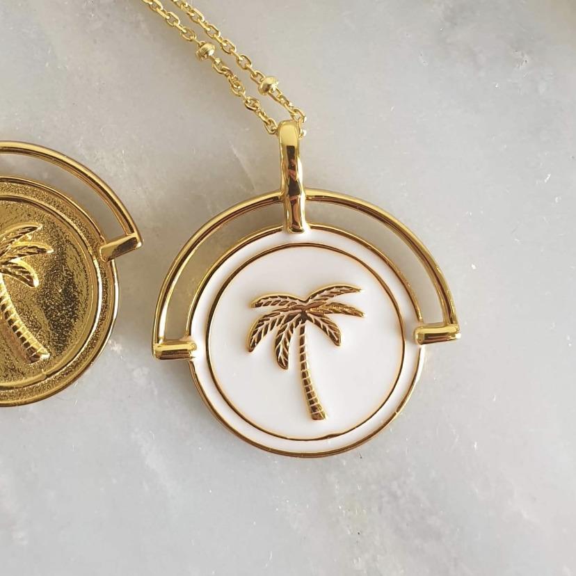 White Costa Rica Pendant and Necklace | Trada Marketplace