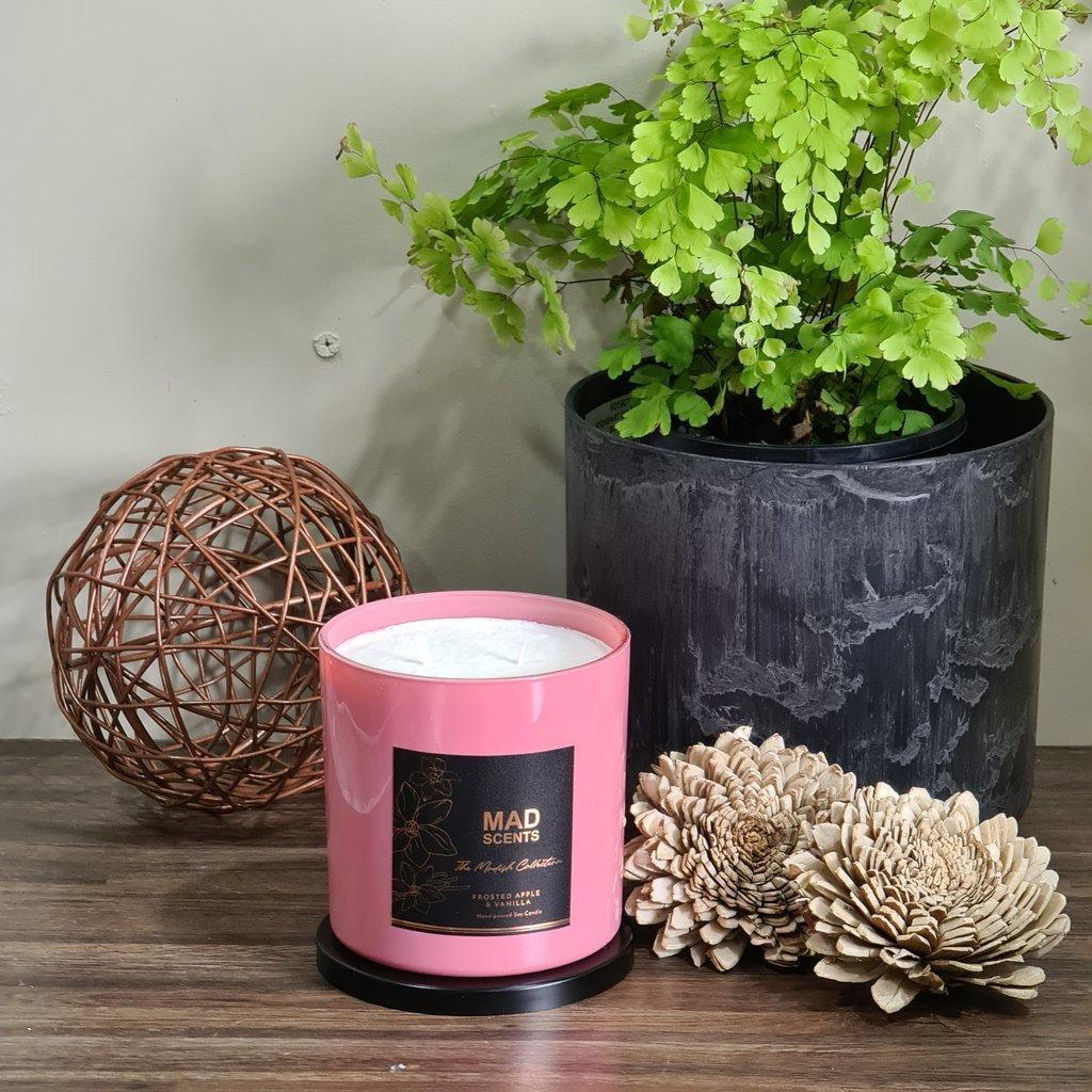 Frosted Apple & Vanilla large Candle | Trada Marketplace